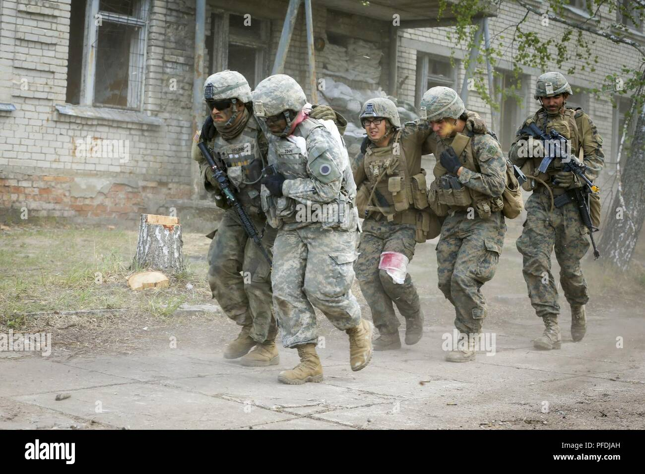 U S Army Sol Rs And U S Marines From 1st Battalion 6th Marines Evacuate Notional Casualties During Exercise Saber Strike 18 In Skrunda Latvia June