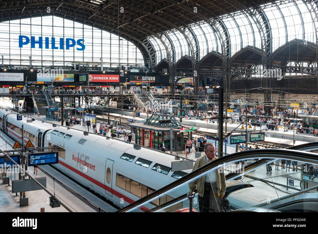 Saturn Weihnachtsbeleuchtung.Hamburg Hauptbahnhof Stock Photos Hamburg Hauptbahnhof Stock