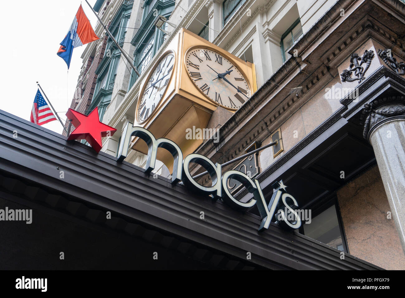 Logo of the Macy's department store in New York City - Stock Image