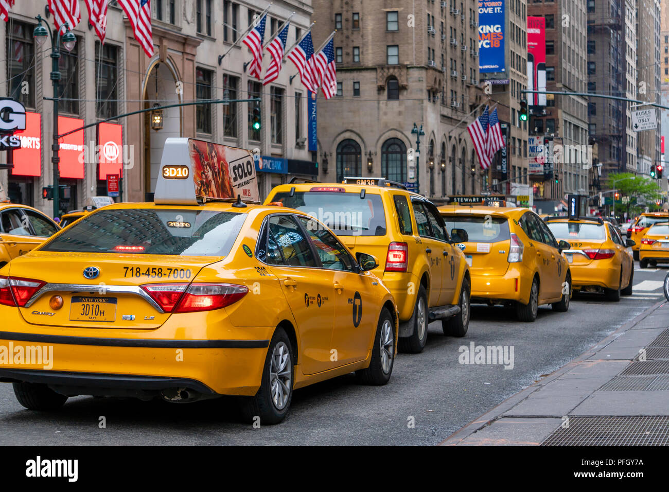 Yellow taxicabs in New York City - Stock Image