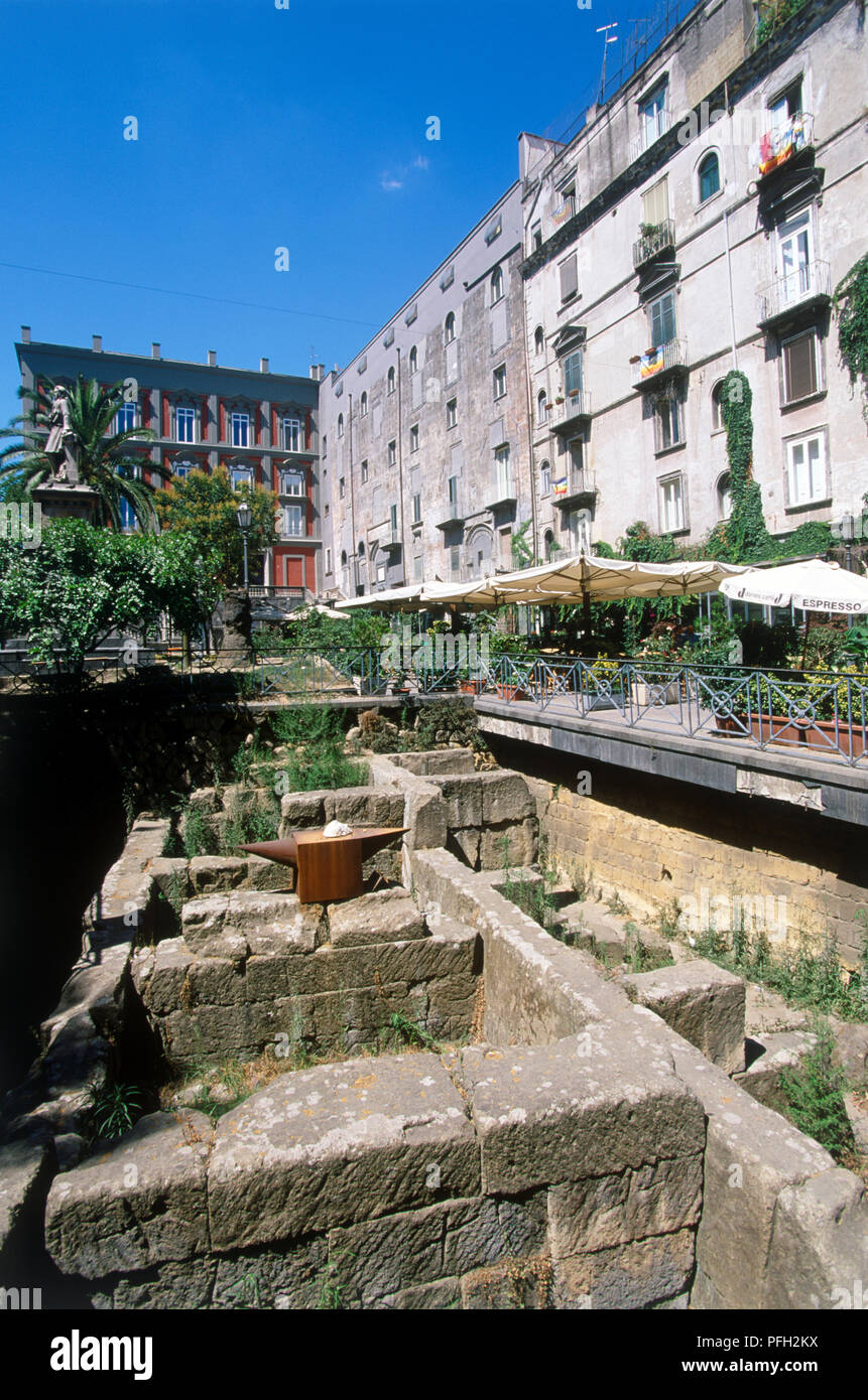 Italy, Campania, Naples, Piazza Bellini, 5th century BC excavations on square lined with cafes - Stock Image