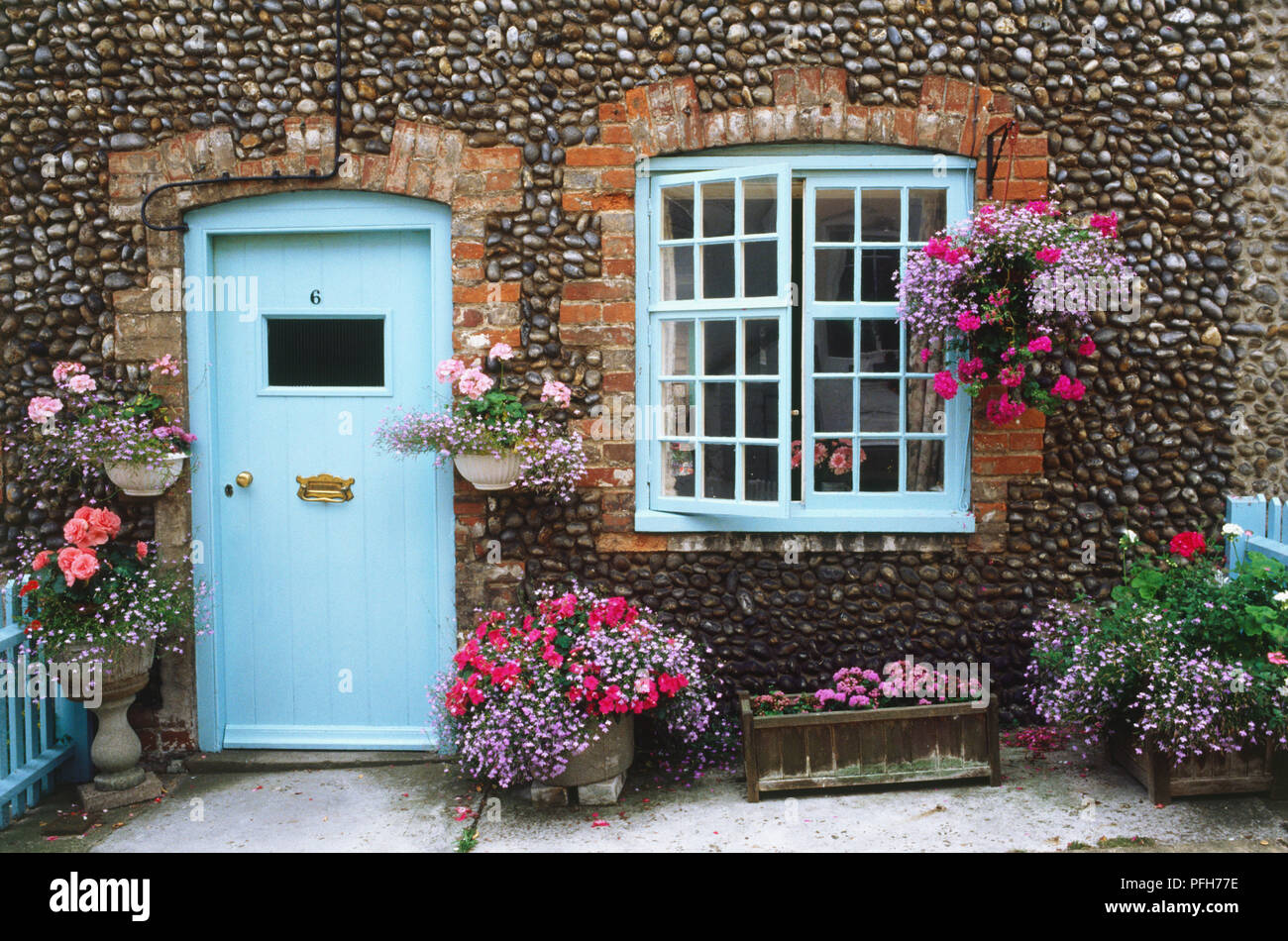Country cottage with hanging baskets - Stock Image