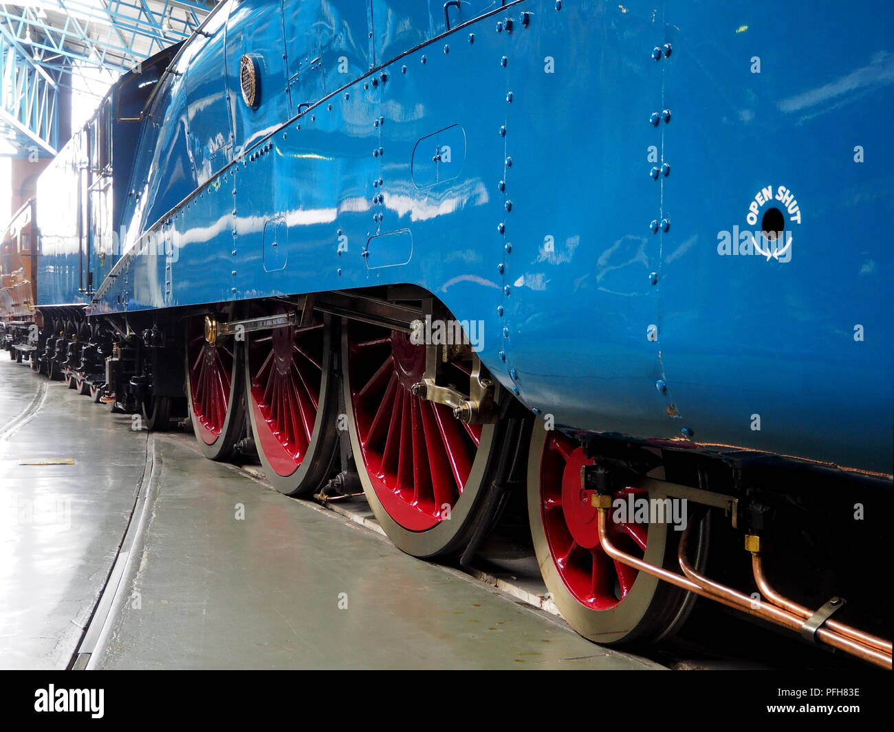 Driving wheels and coupling side rods of the London and North Eastern Railway steam locomotive Mallard 4468 - Stock Image