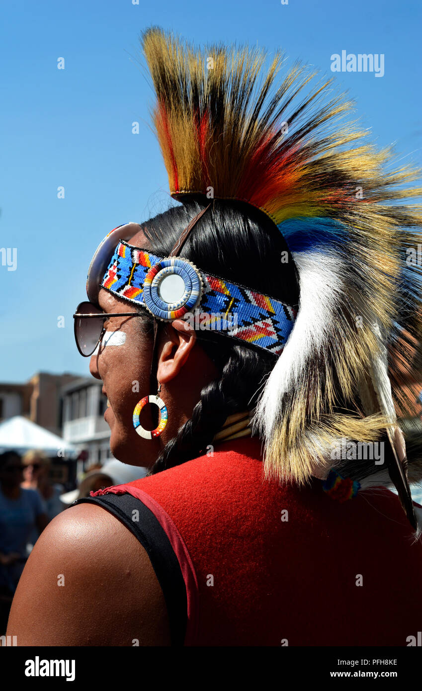 Native-American dancer wearing a traditional Plains Indian roach or headdress. - Stock Image