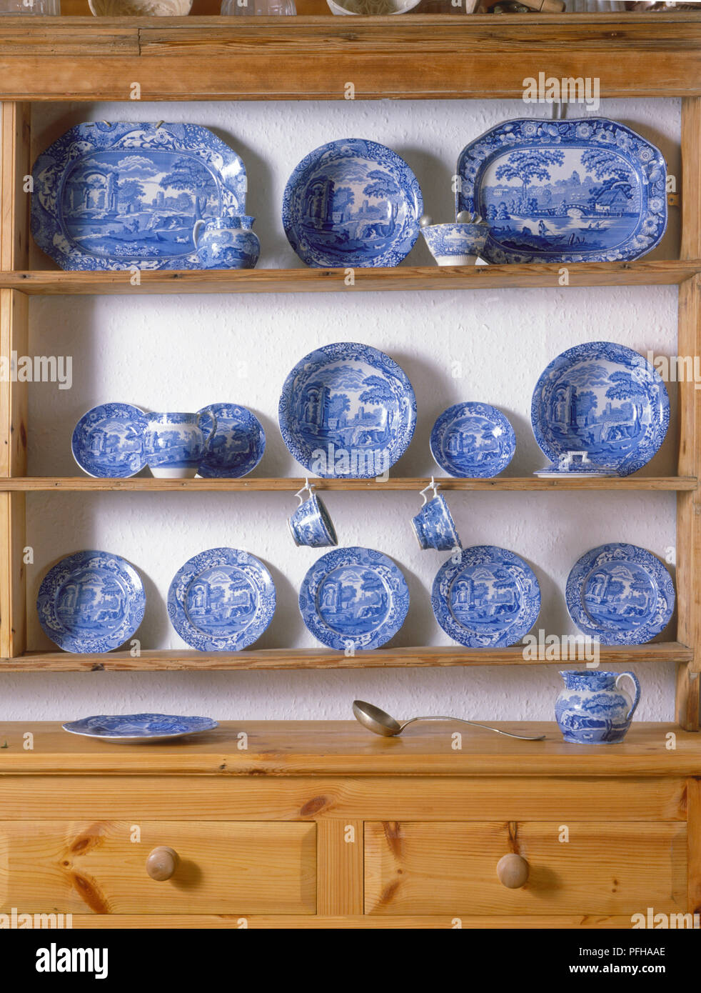 Blue Willow Plates Stock Photos Amp Blue Willow Plates Stock