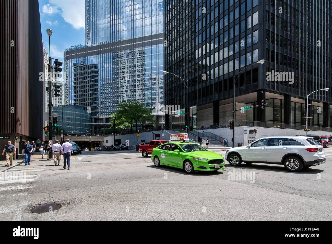 Downtown Chicago skyscrapers, Kinzie at North State Street, The Langham, Trump Tower. - Stock Image