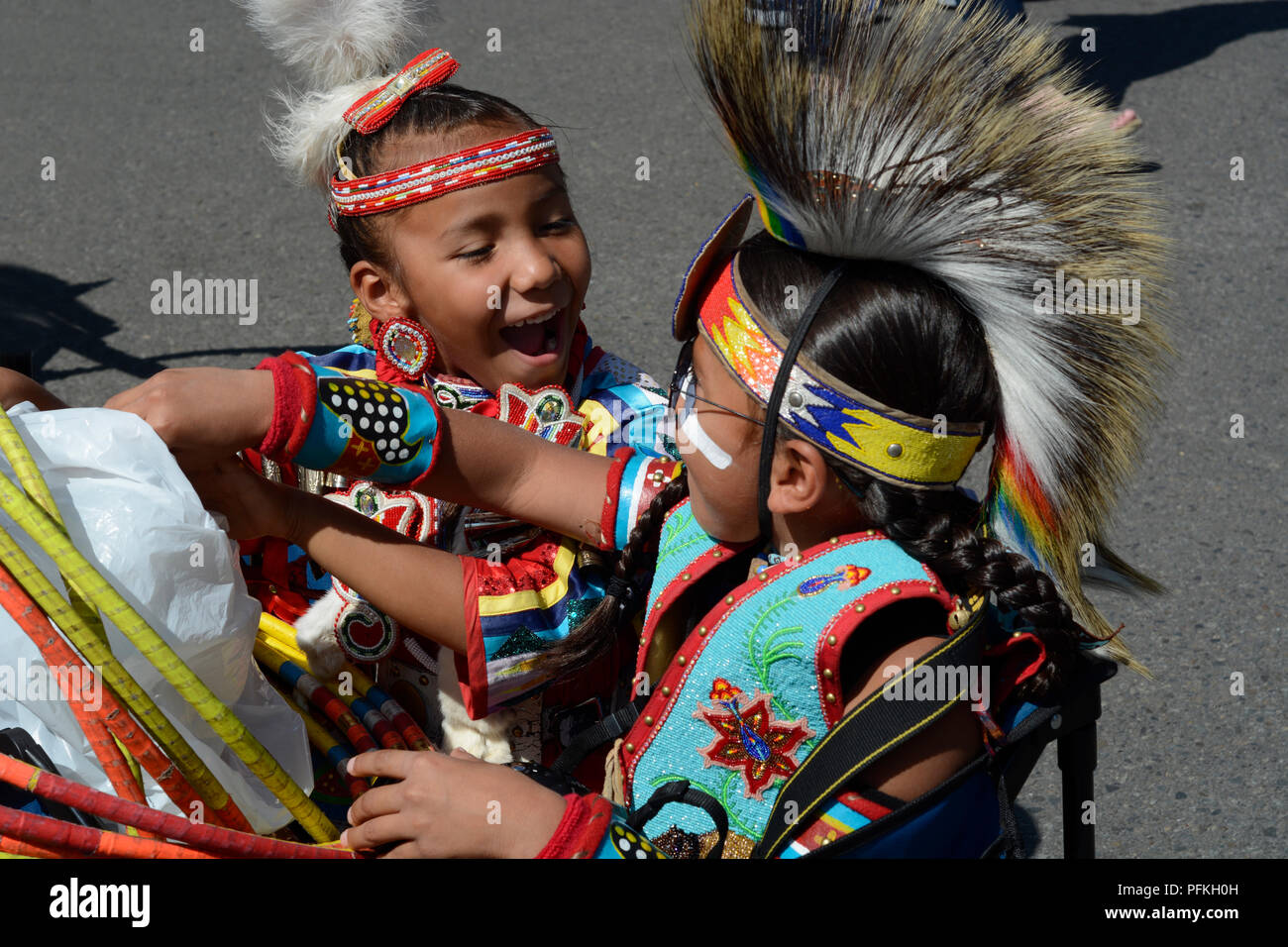 Native-American children wearing traditional Plains Indian regalia at the Santa Fe Indian Market. - Stock Image