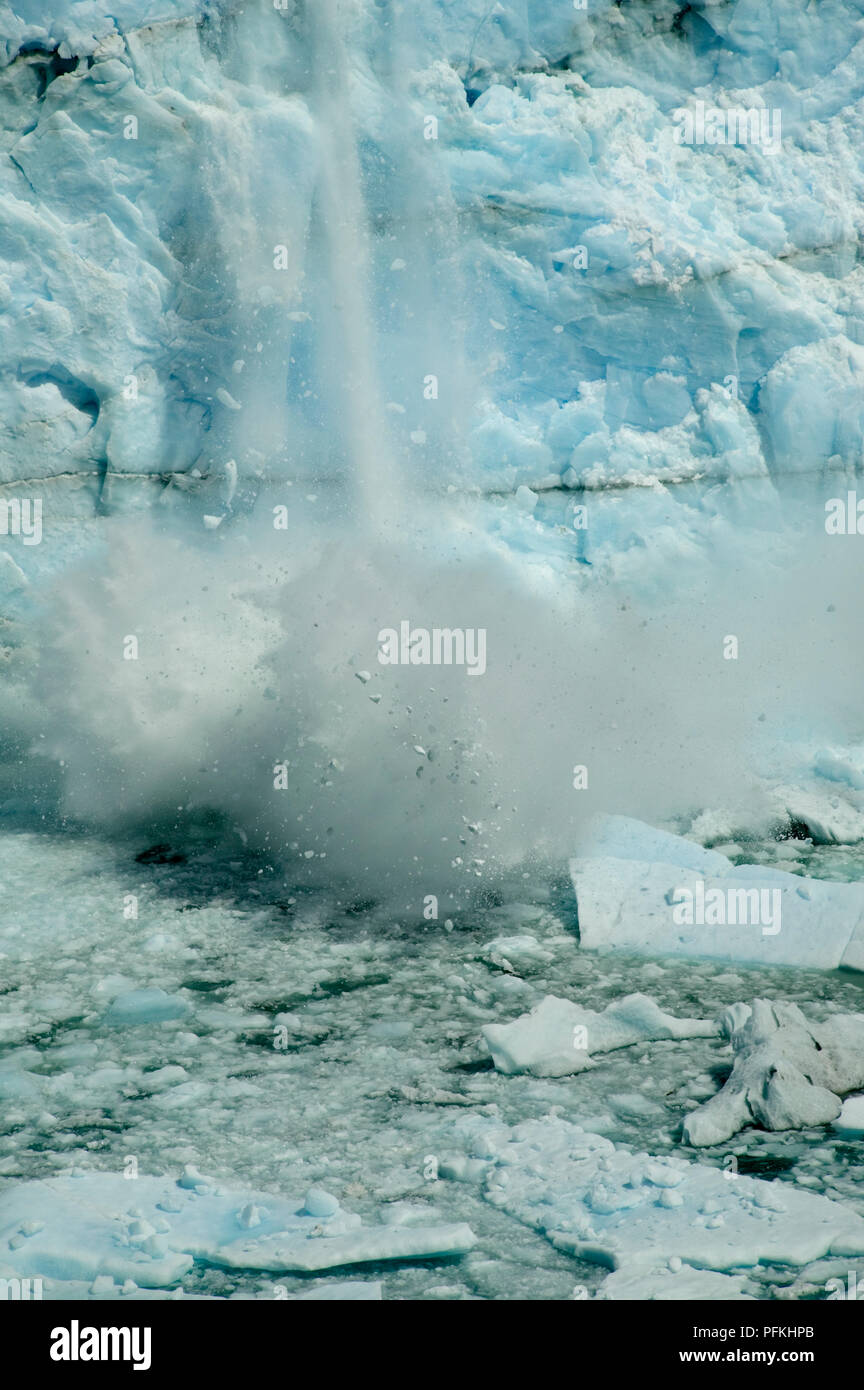 Argentina, Patagonia, Parque Nacional Los Glaciares, Glacier Perito Moreno, blocks of ice crashing into water Stock Photo