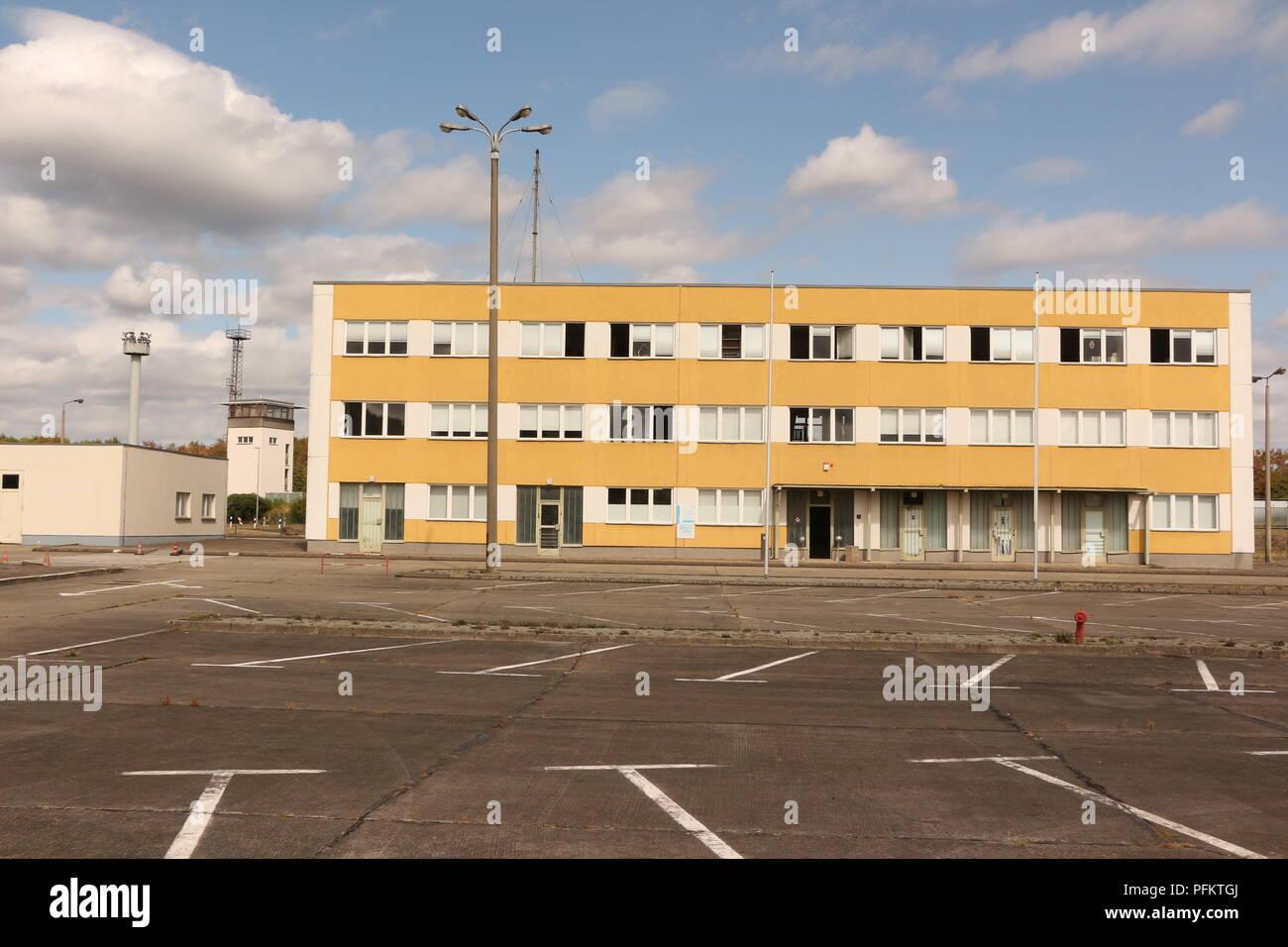 Die ehemalige Grenzstation Marienborn bei Helmstedt zwischen West-und Ostdeutschland in Sachsen Anhalt. Heute Gedenkstätte der deutschen Teilung. - Stock Image