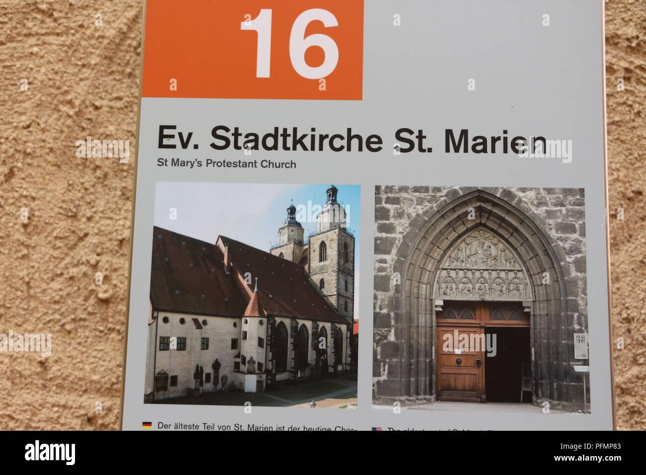 Hinweisschild 'Ev. Stadtkirche St. Marien' in Lutherstadt Wittenberg - Stock Image