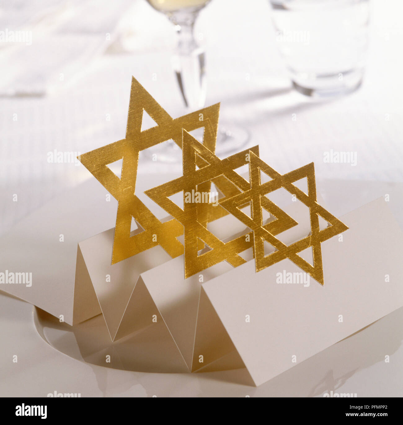 Star-of-David card used as place setting on table - Stock Image