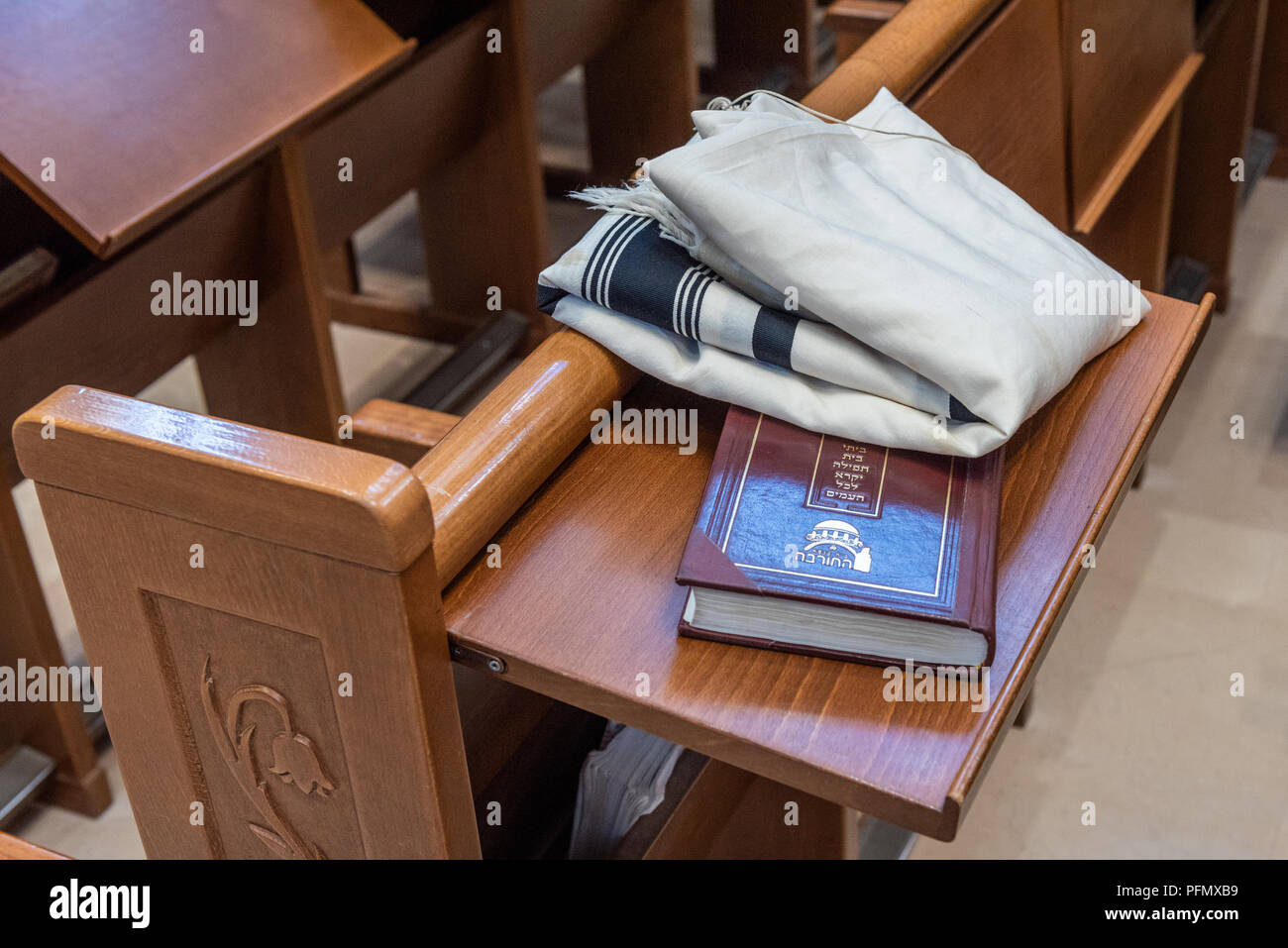 Israel, Jerusalem - 16 August 2018: Siddur and tallit in the Hurva synagogue - Stock Image