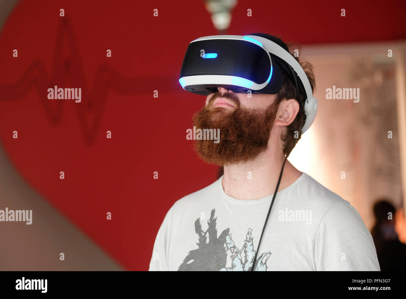 Visitor try out virtual reality view goggles, exhibition at the Heinz Nixdorf MuseumsForum (HNF) in Paderborn, Germany - Stock Image