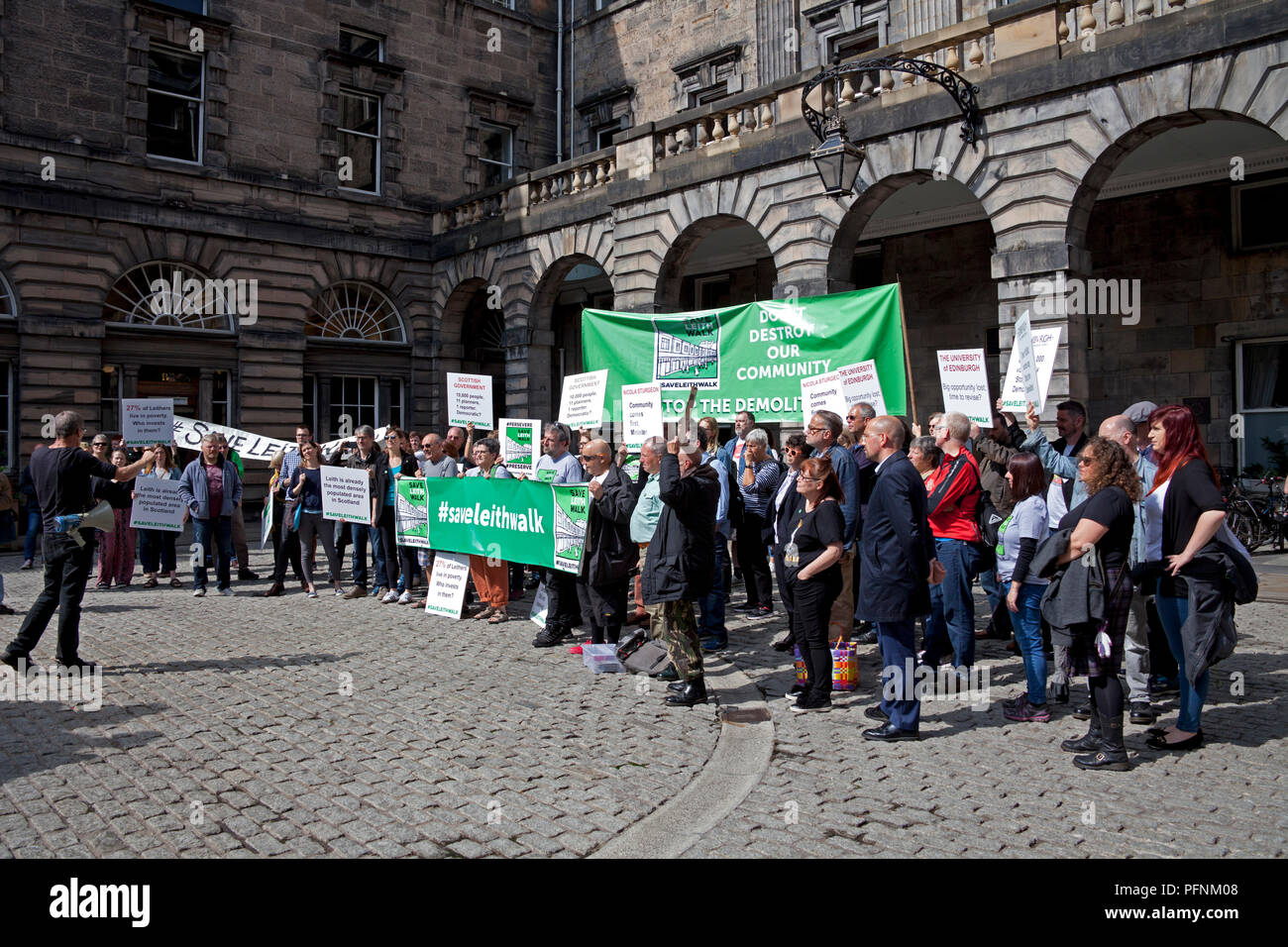 Edinburgh, Scotland, UK 22 August 2018. City Chambers offices. Campaigners against a proposed £50 million development in Leith handed in a petition with more  than 10,000 signatures to the city council's planning committee at the City Chambers on the Royal Mile. 'Save Leith Walk' is a grassroots public campaign to prevent the demolition of the 1930s sandstone building and influence what is built on the site. - Stock Image