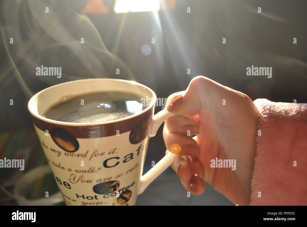 500px Photo ID: 270583769 - Junto a la ventana ella bebe cafe en una fria mañana de invierno , el sol tibio con sus rayos debiles entra en casa . - Stock Image