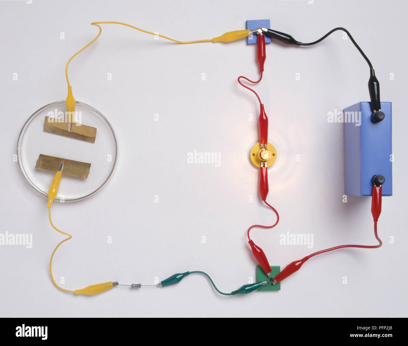 Battery Light Bulb Circuit Stock Photos Parallel And Series With Lightbulbs A Simple Electronic Used To Detect The Presence Of Water Consisting