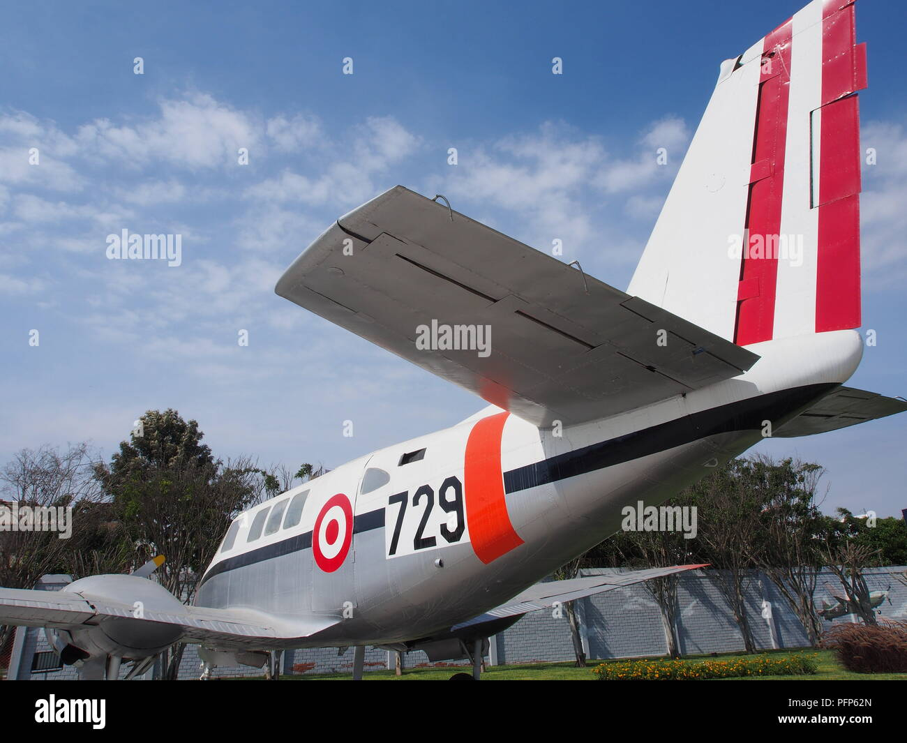 Tail of a Beechcraft Queen Air A 80, a twin-engined light aircraft  from the Peruvian Air Force - FAP. Credit: Fotoholica Press Agency/Alamy - Stock Image