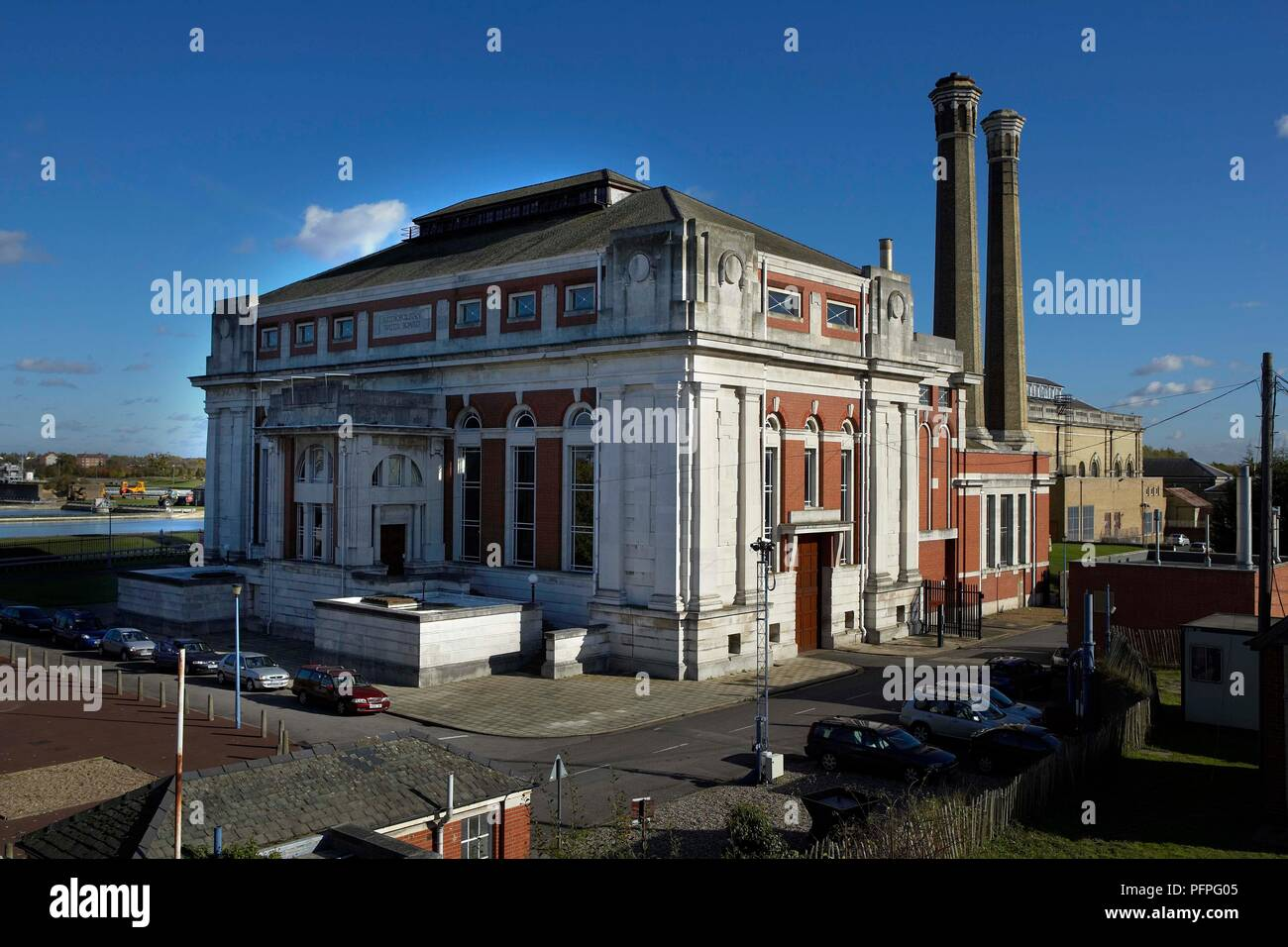 Great Britain, England, Middlesex, Kempton Park Pumping Station, historic pump house set against blue sky Stock Photo