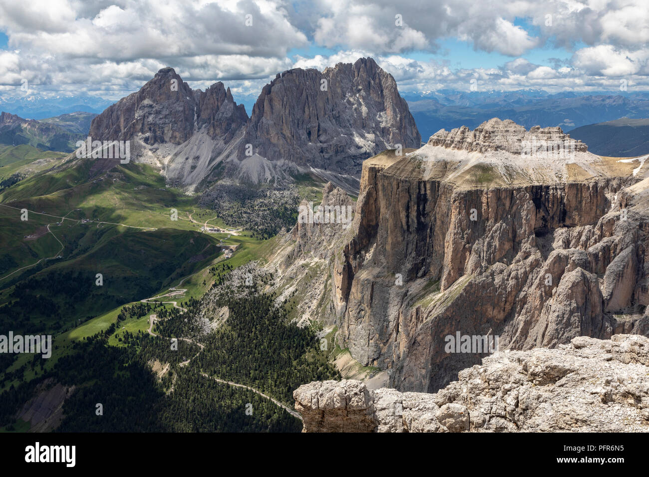 https://c8.alamy.com/comp/PFR6N5/the-sella-towers-in-the-italian-dolomites-from-sass-pordoi-terrazza-delle-dolomiti-PFR6N5.jpg