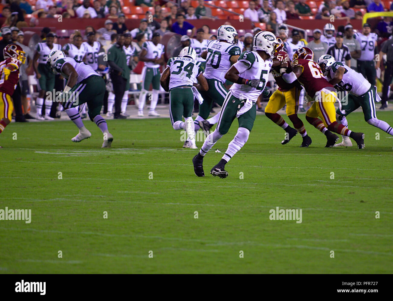 New York Jets Quarterback Teddy Bridgewater hands football off to George Atkinson against Redskins during preseason game - Stock Image