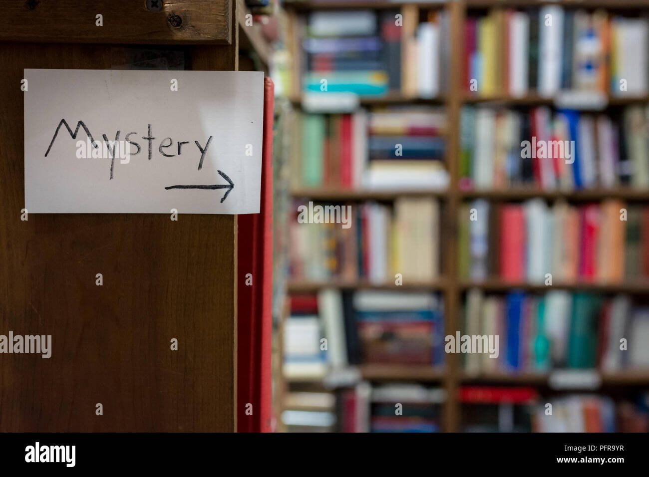 Mystery Book Shelves This Way hand written note - Stock Image