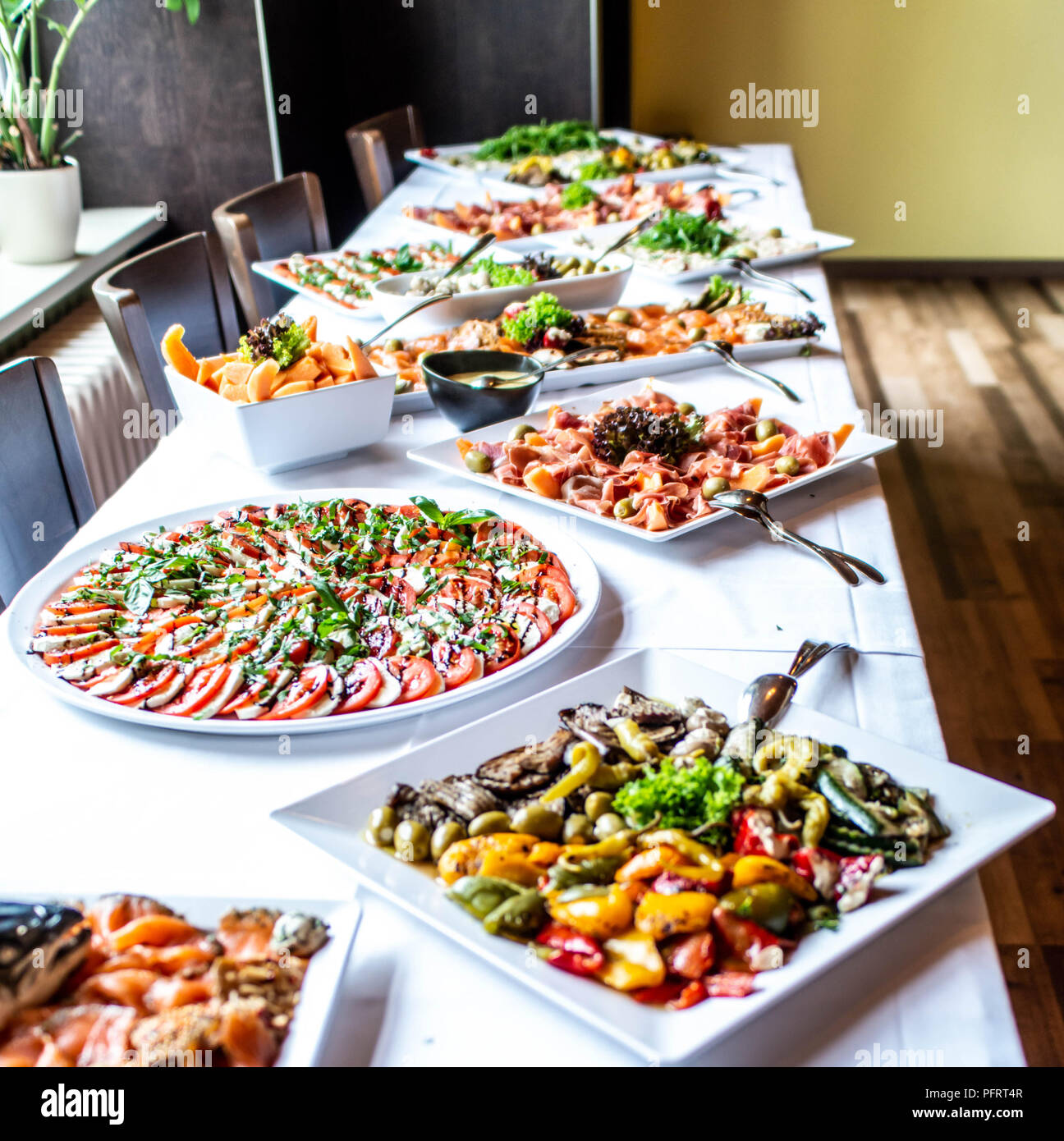 Charmant Party Brunch Big Buffet Table Setting With Food Meat ...