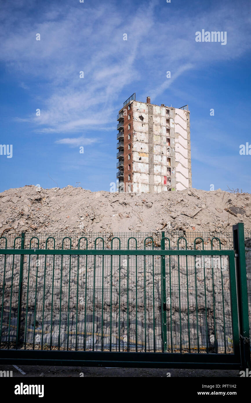 Nostalgic photographs of demolition of  last two remaining social housing tower blocks, Grimsby N E Lincolnshire England UK - Stock Image