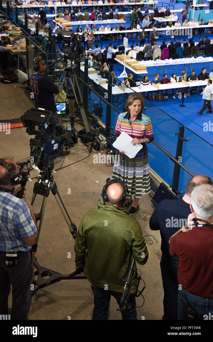 Kirst Wark live on air during the vote counting 8821d2f404cc