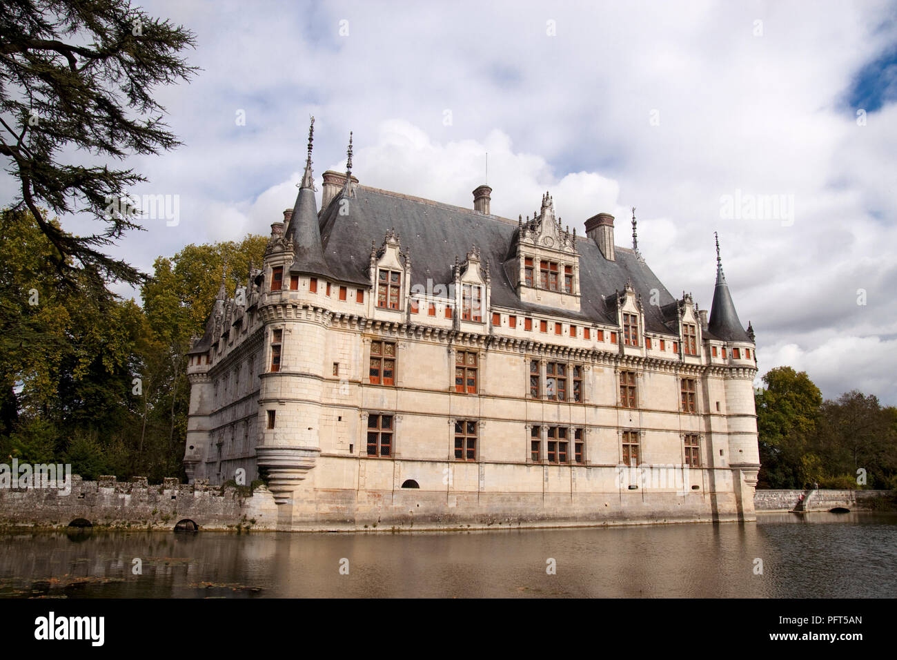 France, Indre-et-Loire, Azay-le-Rideau, 16th century French Renaissance Chateau built on island in Indre River - Stock Image