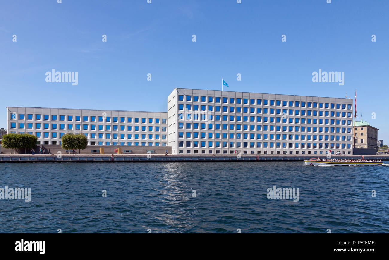 The Mærsk / Maersk headquarters at Esplanaden in Copenhagen, Denmark, seen from the inner harbour. A.P. Moller-Maersk. Stock Photo