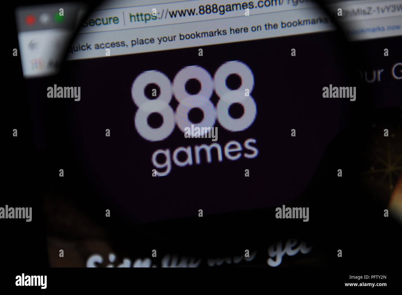 The 888 games website seen through a magnifying glass - Stock Image