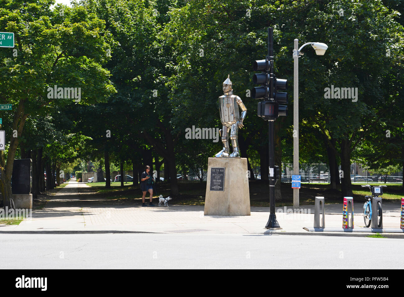 The Tin Man statue greets visitors at the corner of Webster and Lincoln Avenues at the entrance of Oz Park in Chicago's Lincoln Park neighborhood. - Stock Image