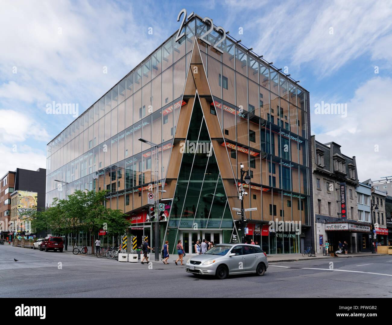 Beeindruckend Vitrine Modern Foto Von The La Culturelle Building On St Laurent