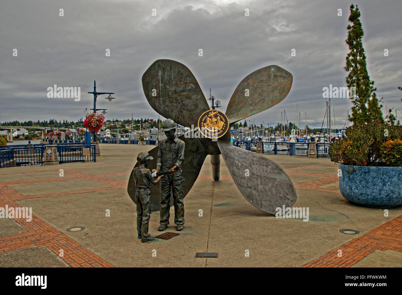 'The proud Tradition' statue in Bremerton - Stock Image