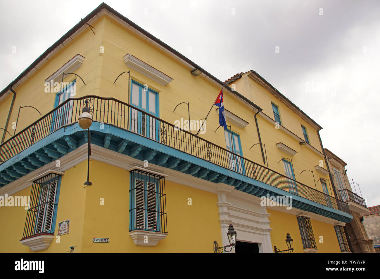Typical coloful cuban house in Havanna - Stock Image