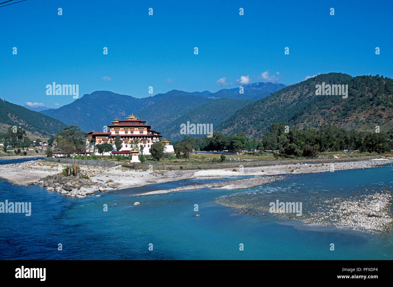 Punakha Dzong at the confluence of the Mo Chhu and Pho Chhu rivers in Punakha valley, Bhutan - Stock Image