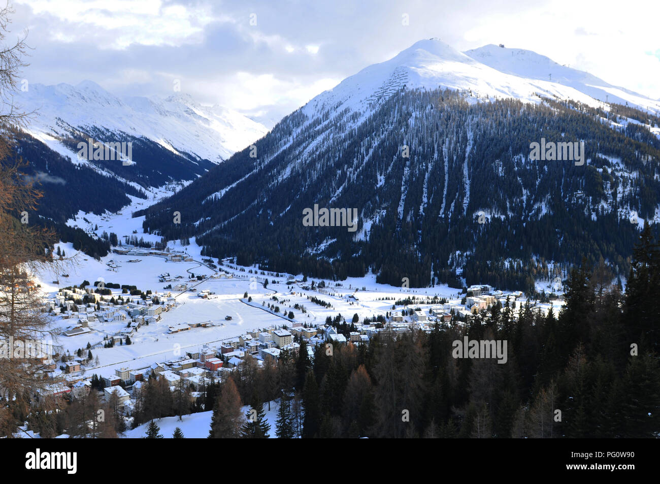 Switzerland: View from Parsenn mountain above Davos to Dischmaltal Stock Photo