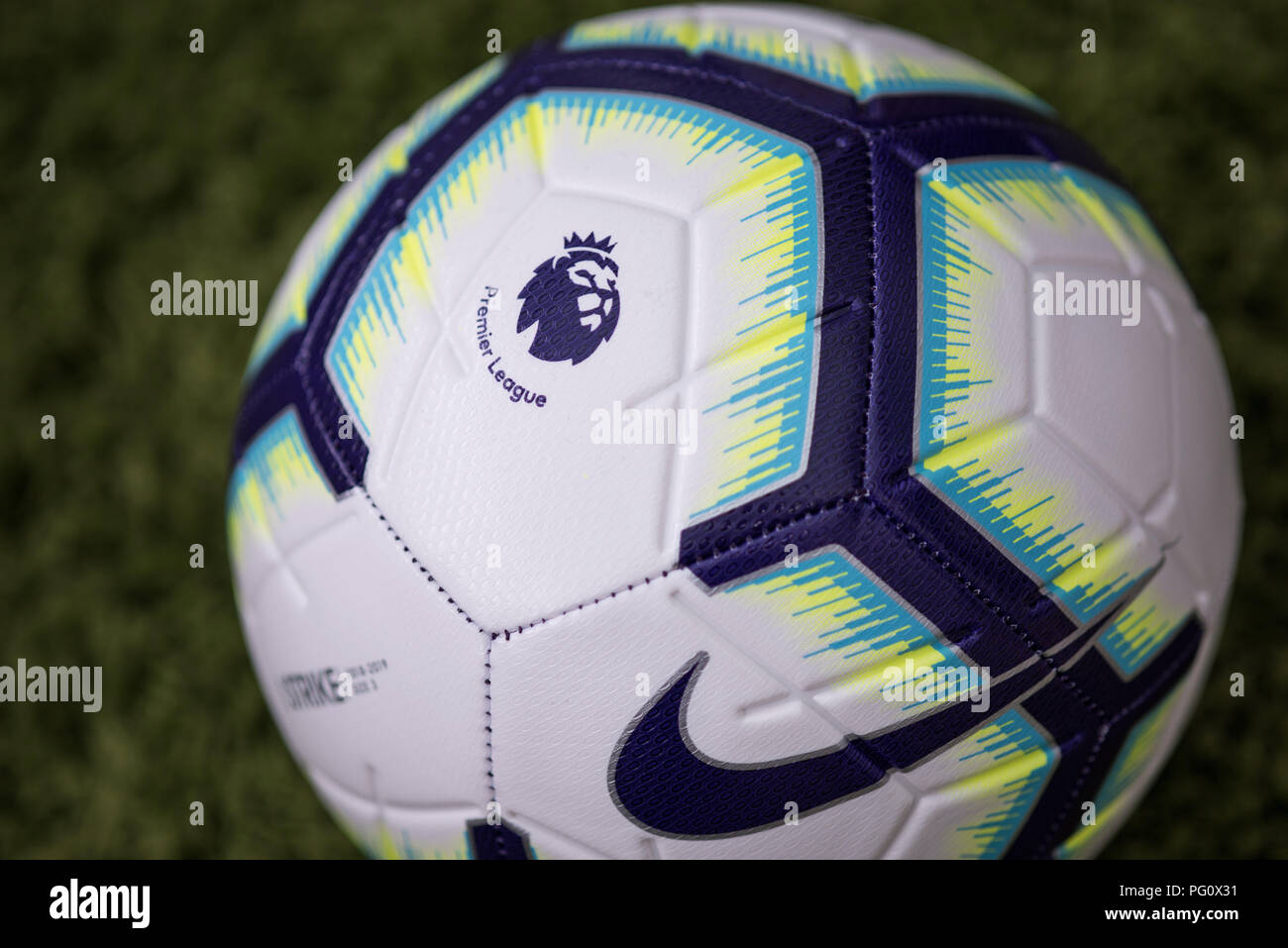 flotador Alcalde Condimento  Nike Merlin ball for 2018/19 Premier League season Stock Photo - Alamy