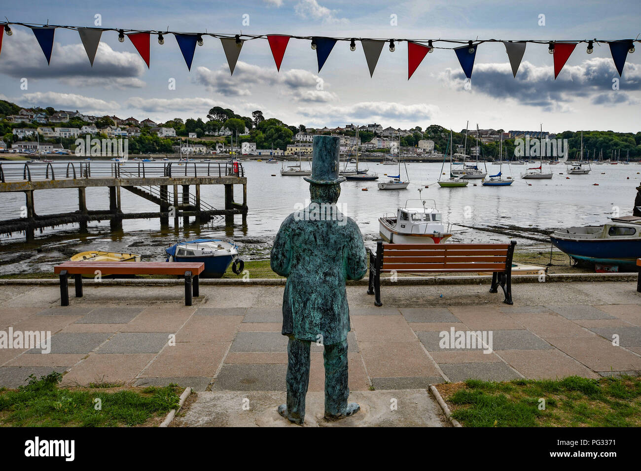 Saltash, Cornwall, UK. 23rd Aug, 2018. UK Weather. Sunny luchtime at Saltash. Seen here a statue of Isambard Kingdom Brunel looking out across the Tamar. Credit: Simon Maycock/Alamy Live News Stock Photo