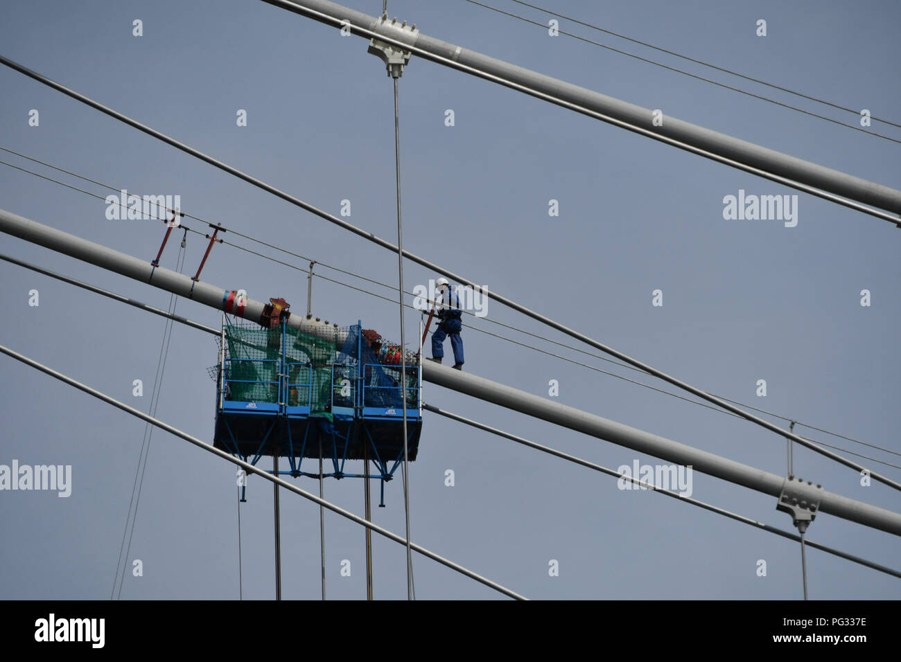 Saltash, Cornwall, UK. 23rd Aug, 2018. UK Weather. Sunny luchtime at Saltash. Seen here working carrying out maintenance on the Brunel bridge that links Cornwall to Devon across the Tamar. Credit: Simon Maycock/Alamy Live News Stock Photo