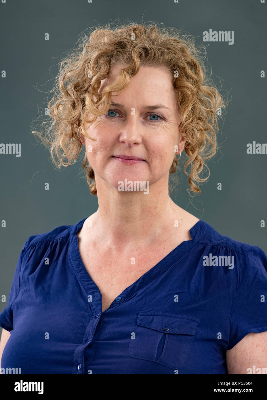 Edinburgh, Scotland, UK. 23 August 2108. Emma Viskic the Australian crime writer. Her new book is 'And fire Came Down'. Credit: Iain Masterton/Alamy Live News - Stock Image