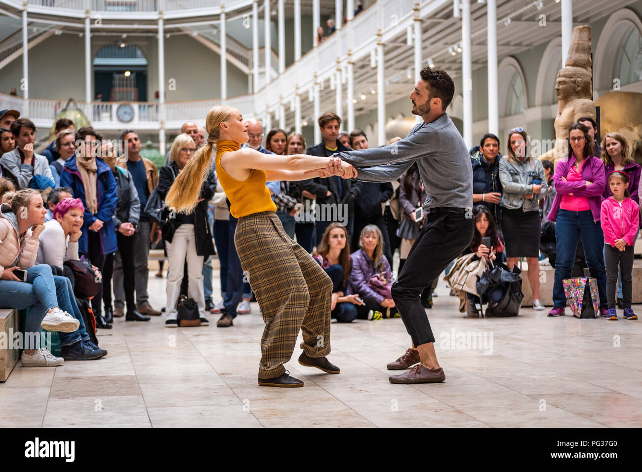 """Edinburgh, UK. 23 August 2018. Janis Claxton Dance perform """"POP-UP Duets (fragments of love)"""" at the National Museum of Scotland, Edinburgh as part of the Edinburgh Festival. Credit: Andy Catlin/Alamy Live News - Stock Image"""