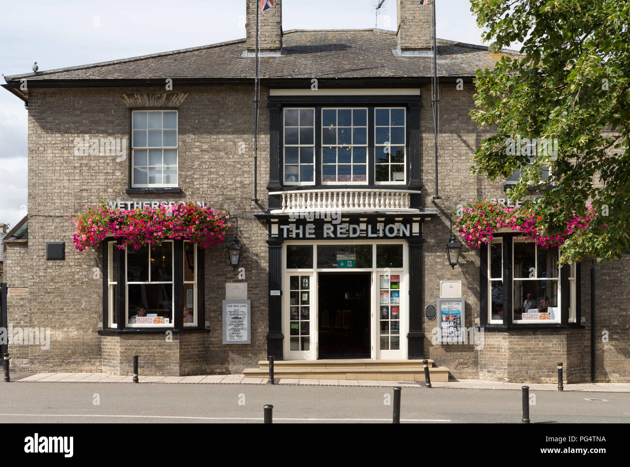 The Red Lion, Wetherspoons pub, Market Place, Thetford. Unsharpened - Stock Image