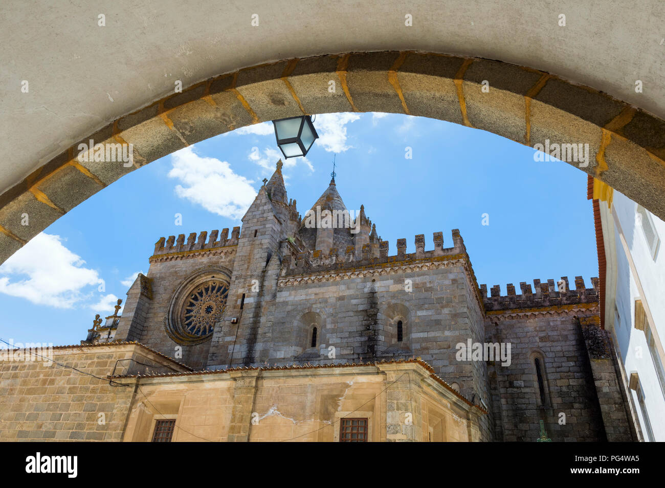 Se Cathedral viewed through an arch, UNESCO World Heritage Site, Evora, Alentejo, Portugal Stock Photo