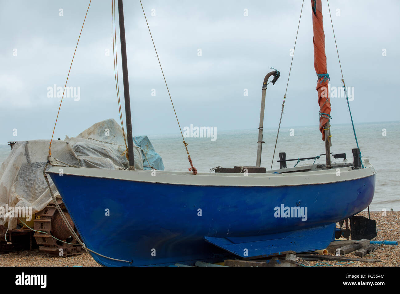 Fiishing Boat on Hastings beach,waiting to be launched by the local fishermen for their sustainable livelyhood, and a tourist attraction. - Stock Image