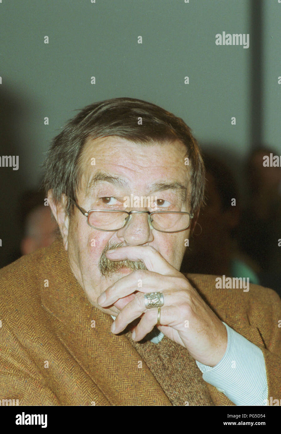 Berlin, DEU, 30.10.2002: Portrait Guenter Grass, writer and owner of the nobel prize for literature 1999 (Germany) at the celebration of his 75.birthday - Stock Image