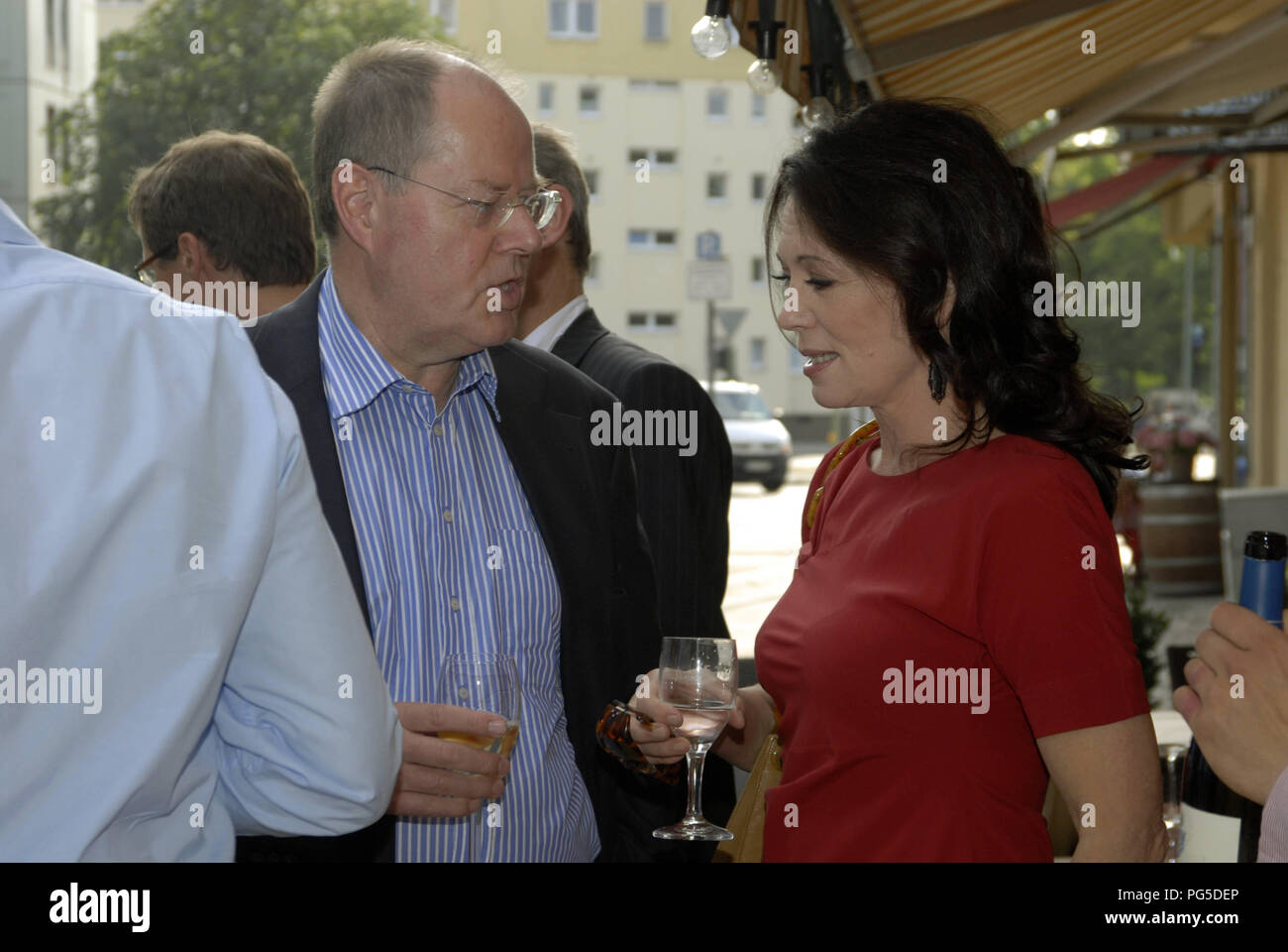 Berlin, DEU, 07.07.2011: Celebration for Peer Steinbrueck (left), politician and chancellor candidate (SPD) and bestseller-author with Iris Berben (red dress), actor (Germany) - Stock Image