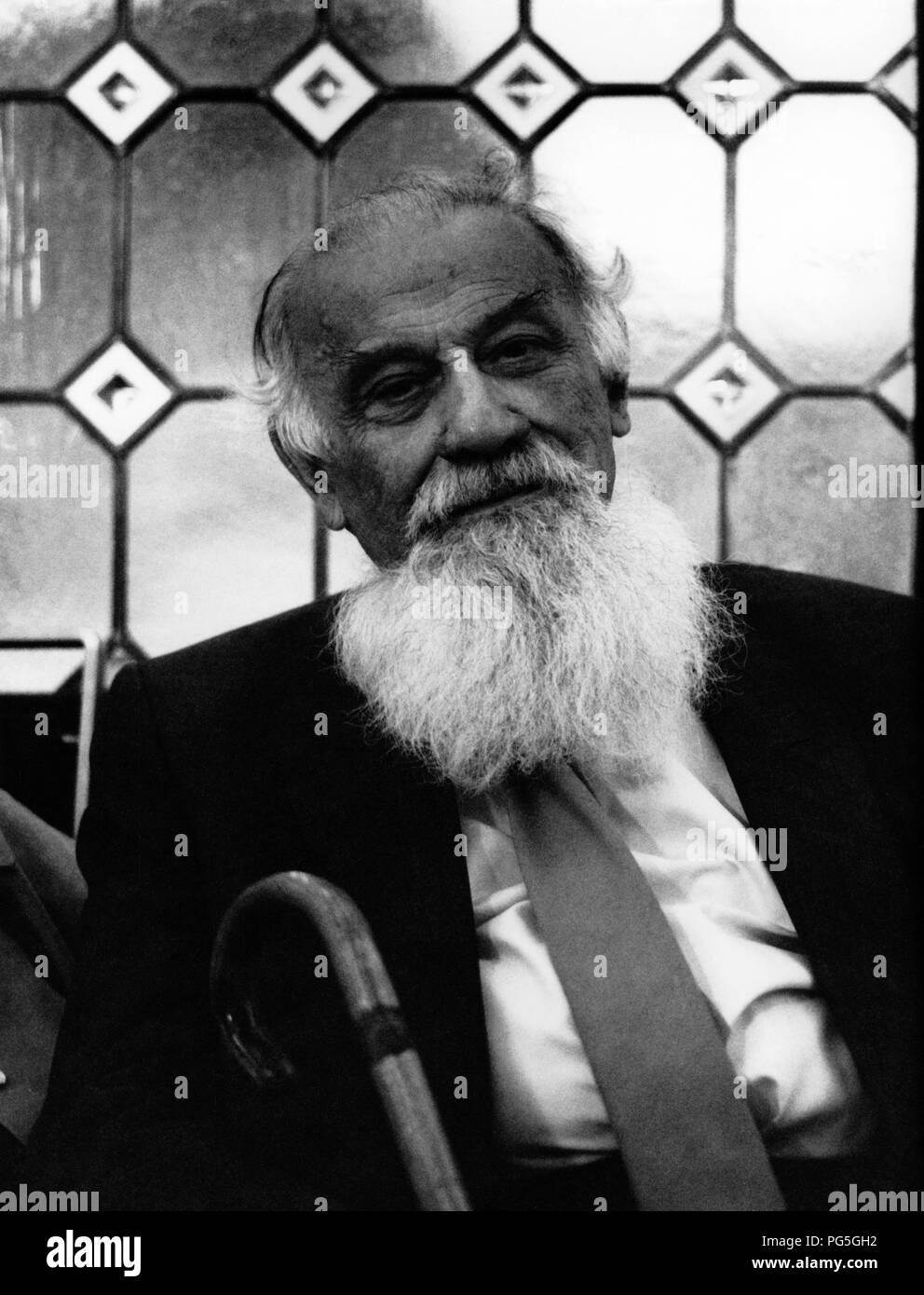 Lev Oshanin: biography of an outstanding writer