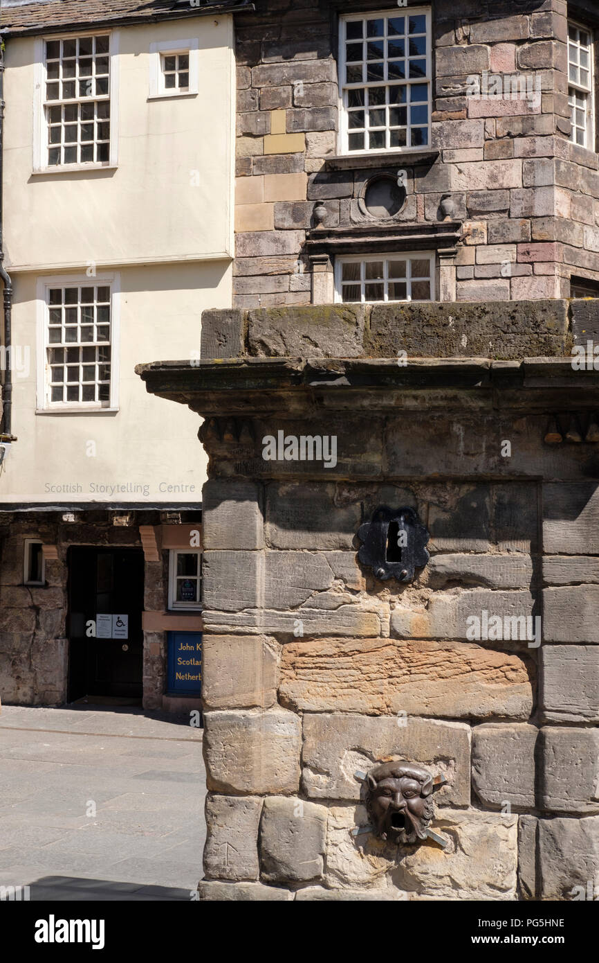 The Netherbow Wellhead, in front of John Knox House, on the Royal Mile, Edinburgh. Stock Photo