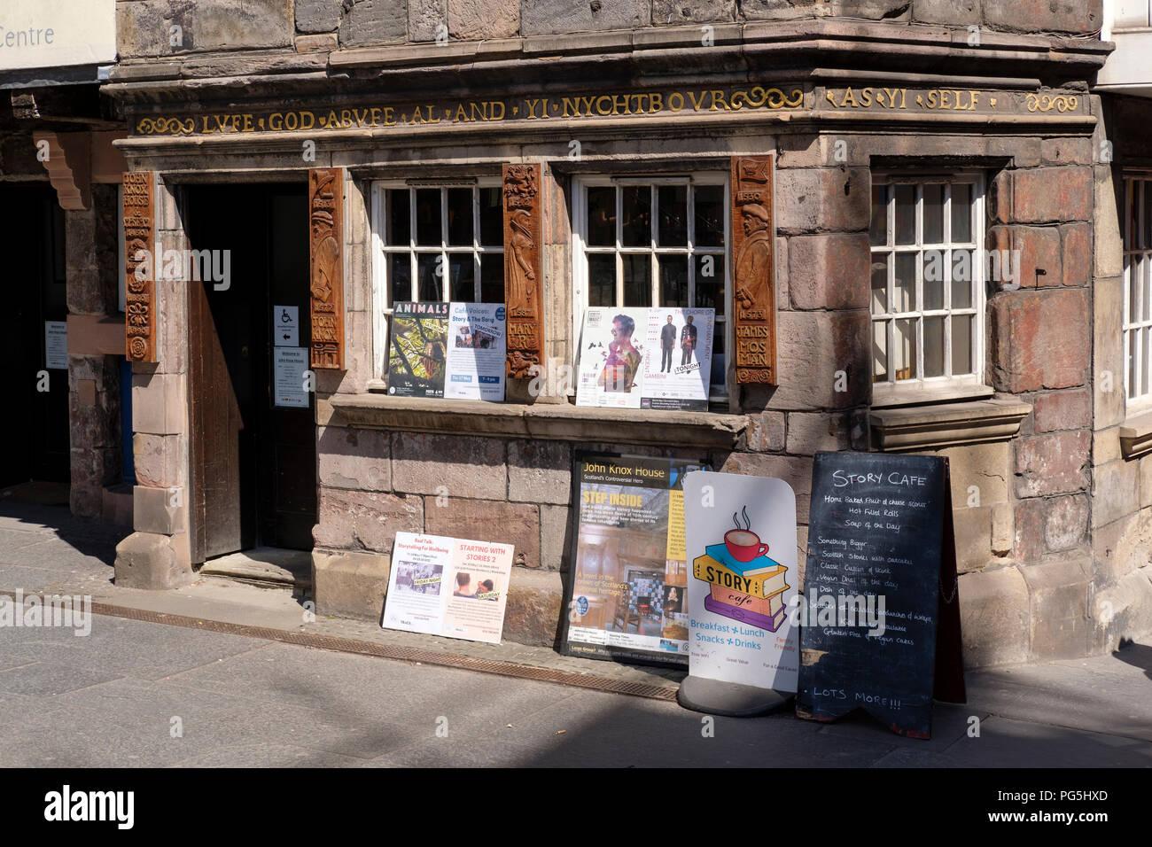 The entrance to John Knox House, on the Royal Mile, Edinburgh. Stock Photo